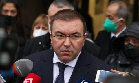 Здравният министър контрира премиера: Рано е да отваряме всичко от 21-и