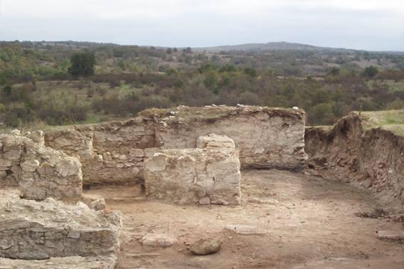 Проучването на средновековната крепост край с. Воден продължава