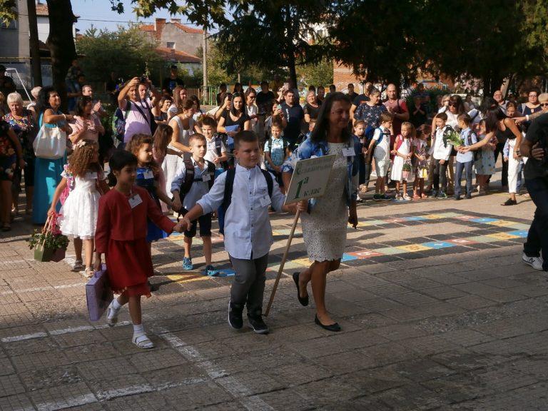 """Над 80 първокласници приема ОУ """"П. Р. Славейков"""" – Ямбол за новата учебна година"""