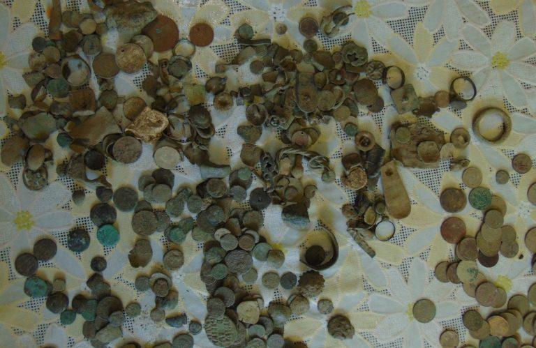 Над 700 старинни монети и предмети заловиха ямболските полицаи