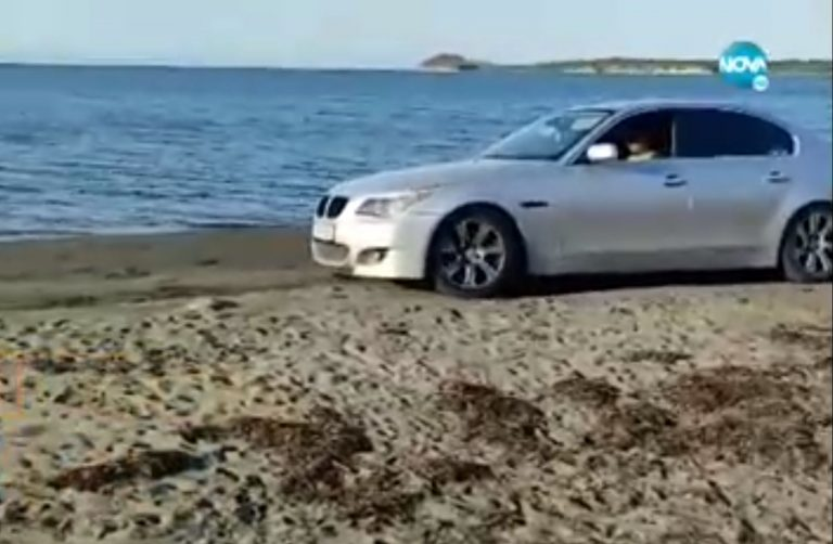 Ямболлии вилнеят с коли на плаж край Черноморец