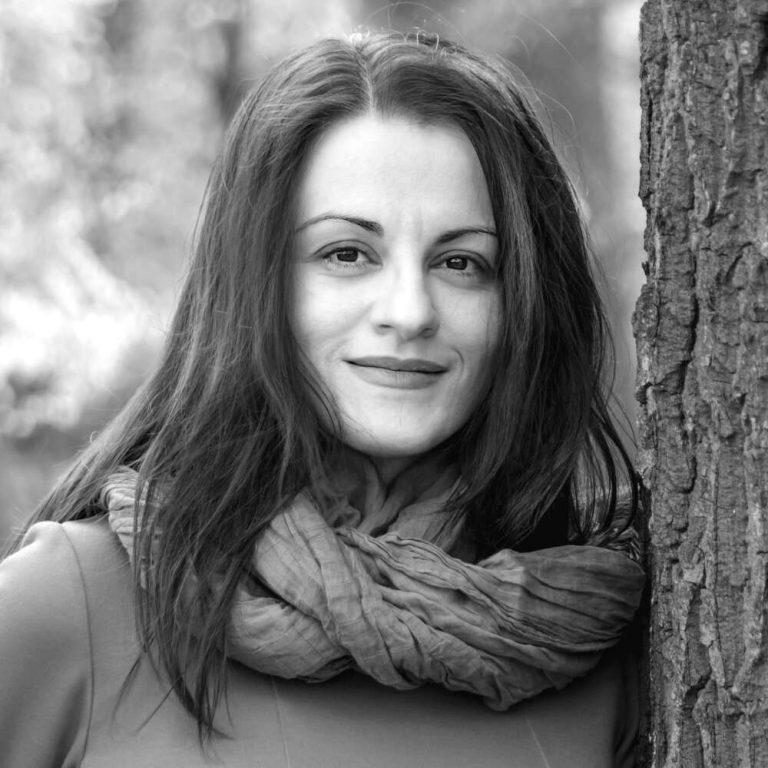 """За ямболлийката Яница Радева и романът ѝ """"Поздрави от Хадес"""""""