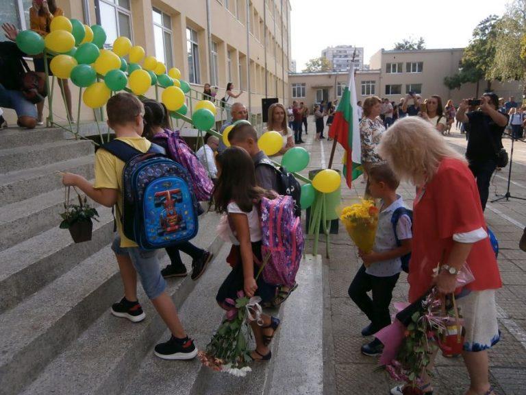 Училищния праг прекрачват 680 първокласници в Ямбол