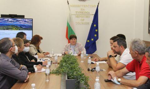 Балтова и туристическия бранш обсъдиха разпределението на средствата за подкрепа на сектора