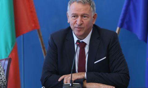 """След заповедта за """"зеления сертификат"""" от БСП поискаха оставката на Кацаров"""